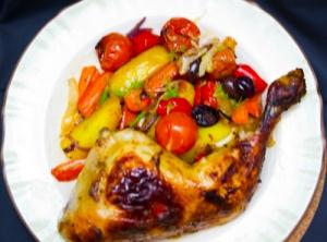 Mediterranes Ofengemüse und Harissa-Hähnchen