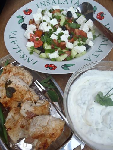 Saltimbocca vom Hähnchenfilet mit Salat