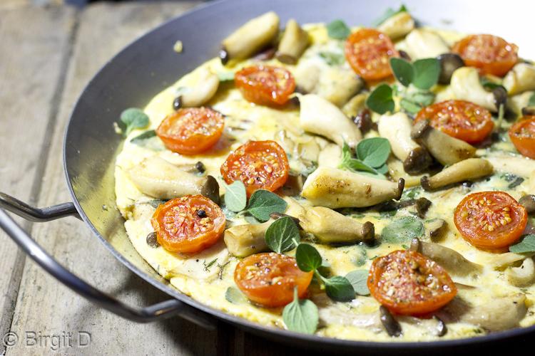 Omelette mit Kräuterseitlingen und gerösteten Tomaten