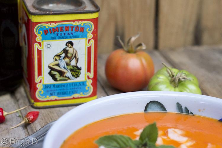Tomatensuppe mit Ingwer und Kokos