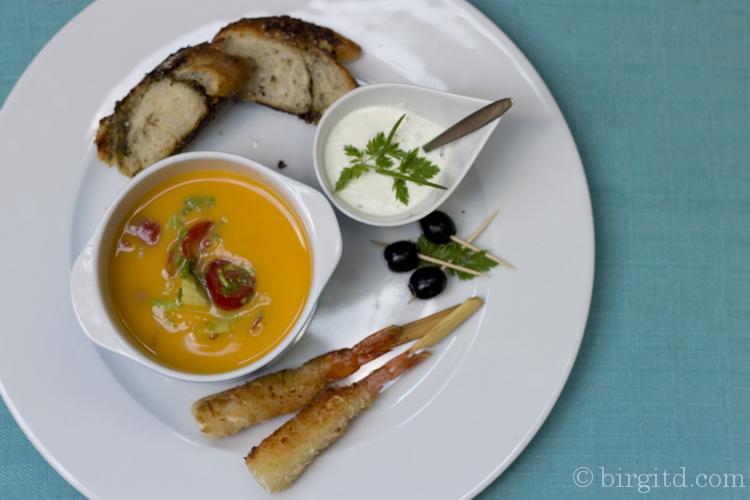 Kalte Süßkartoffel-Suppe mit Avocado-Gremolata