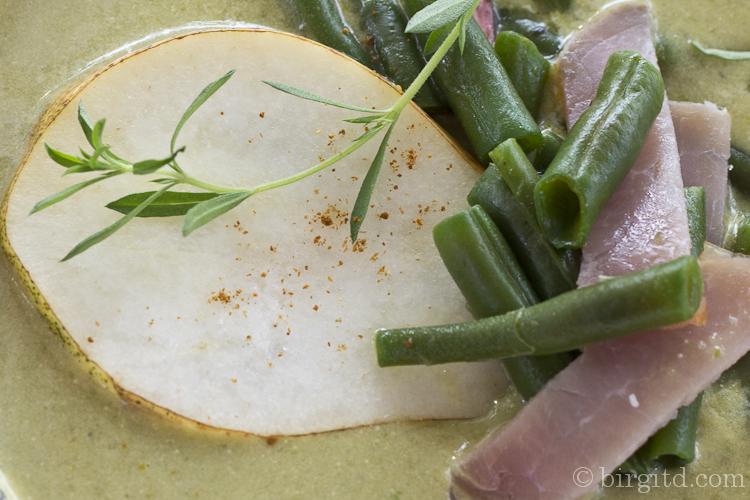 Grüne Bohnensuppe - Interpretation von Birnen, Bohnen & Speck