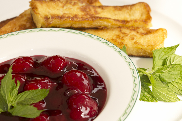 Rote-Beeren-Grütze mit French-Toast-Sticks-1-2