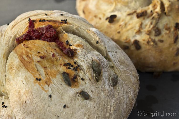 Tomaten-Gewürz-Brot und Zwiebel-Brot