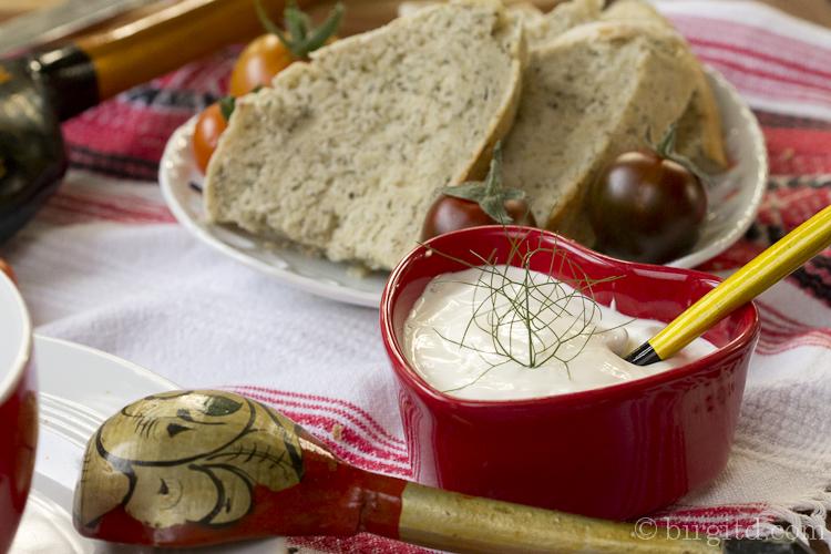 Dill-Käse-Brot & Creme fraiche